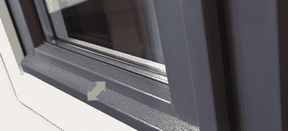 Insektenschutz-experte.de: Fenster mit Abfuhrhaube für Fliegengitter nach Maß